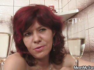 Anita Dark muestra su lencería a una joven gordas españolas xxx novia