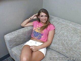 La perra se sienta en el trabajo, enciende la webcam debajo de la mesa, abre las piernas y videos porno gratis castellano se folla con un consolador