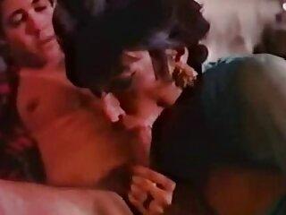 Para ganar algo de dinero, la niña, siguiendo el consejo de sus amigos, vino a una sesión porno videos xxx subtitulados español con un pervertido local.