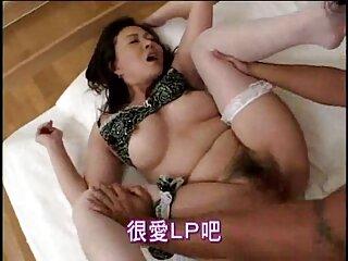 Divertida asiática en lencería roja seduce a los japoneses porno de los simpson en español