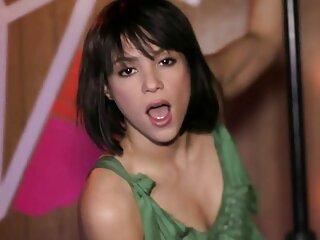 Dama con grandes tetas es doblemente follada porno traducido al español