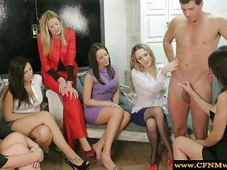 Después de entregarle veinte dólares a una linda estudiante universitaria, el rico la llevó a una habitación de hotel. Después de hentai xxx en español haber acostado a la chica desnuda en la cama, la descarada se la folló en el agujero y finalmente roció la cara feliz de la mujer con esperma.