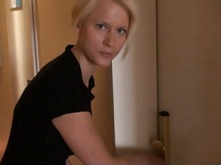 Enfermera sexy se masturba en el consultorio del médico redtube en español