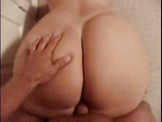 El culo de la bella está acostumbrado porono en español a tal placer y el falo entra fácilmente en él.