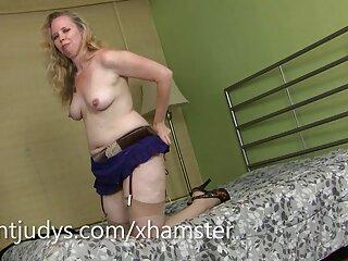 La chica desarrolla sus agujeros videos de pornografía en español con enormes consoladores