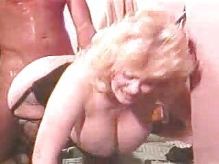 La perra depravada inmediatamente se subió a los pantalones del director, le arrancó la raíz y comenzó a enrollarla dulcemente sobre su jugosa xporno español boca.