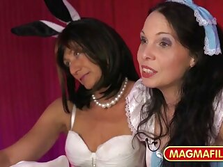 Porno duro de dos bellezas calientes. Este video es para los amantes del sexo y el dolor, la porno suave español humillación, los gritos y los gemidos apasionados.
