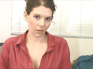 La rubia trabaja como jefa en una empresa y tiene una secretaria, a la que llamó madlifes xxx por teléfono.
