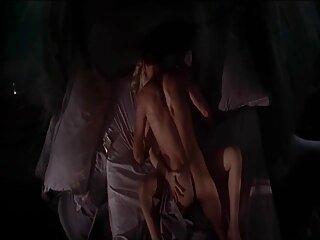 Puta tetona, levantándose la falda de mezclilla, comenzó ella misma con una paja activa. En cuanto el clítoris se inyectó en sangre y se endureció, apareció inmediatamente un farsante con un pene robusto y follámonos en sexo subtitulado en español la boca.