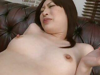 Ella se lo llevará a la boca, saltará porno suave español sobre el pene y disfrutará del esperma.