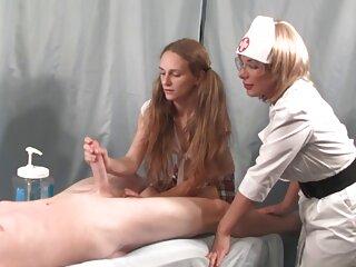 Él estuvo acostado y detrás de xxx español gratis ella hasta que llegó el orgasmo, y luego la chica agradecida por el sexo tomó todo el esperma de su bonita cara