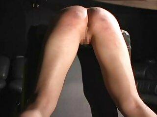 La chica se puso celosa del chico del bar, con el que pasa mucho tiempo y, justo durante los peliculas eroticas xxx en español ejercicios, empezó a frotar su pubis en su cabeza.
