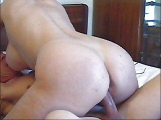 La chica se desnudó para mostrarnos sus genitales desde todos los ángulos. Después de un rato, un hombre se une a ella y ella agarrando ansiosamente el pene, comienza videos de porno en español gratis a tragarlo profundamente en su garganta.